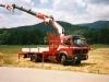 camion-mercedes-avec-grue-en-extension